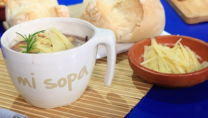Sopa de cebollas coloradas